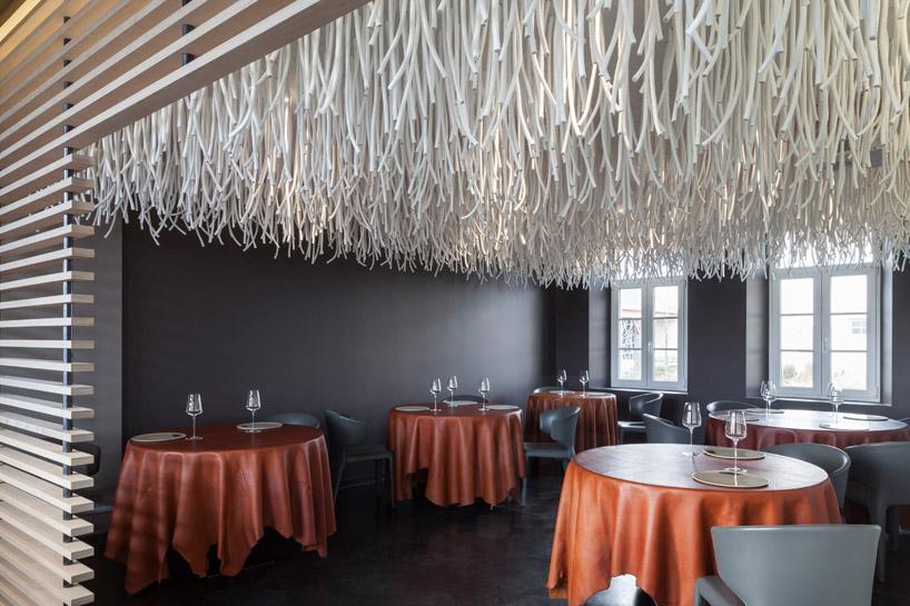 quentin-de-coster-lianes-lair-du-temps-restaurant-polyester-rope-designboom-08