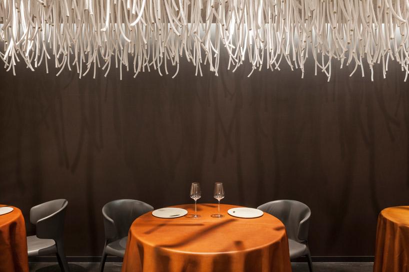 quentin-de-coster-lianes-lair-du-temps-restaurant-polyester-rope-designboom-10