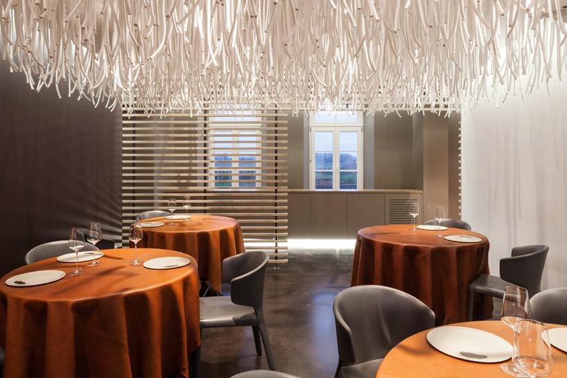 quentin-de-coster-lianes-lair-du-temps-restaurant-polyester-rope-designboom-11