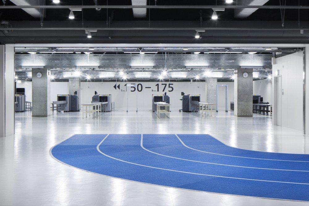552fe5f9e58ecead0b000048_narita-international-airport-terminal-3-nikken-sekkei-ryohin-keikaku-party_150326_0033-1000x666