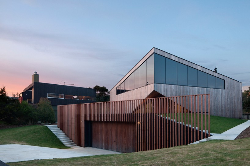 byrne-architects-aireys-house-torquay-designboom-01-818x545