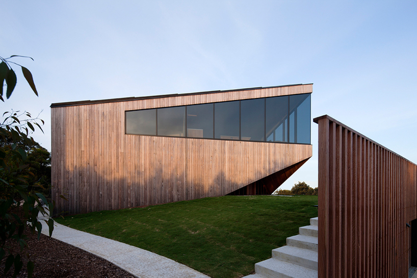 byrne-architects-aireys-house-torquay-designboom-02