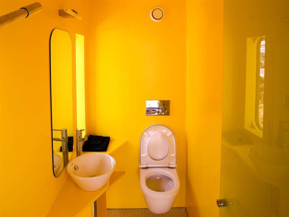 yellow-bath-design
