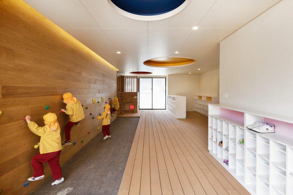 5563f345e58eced22f000062_c-o-kindergarten-and-nursery-hibinosekkei-youji-no-shiro_portada_khb292_d_61301-2-1000x666
