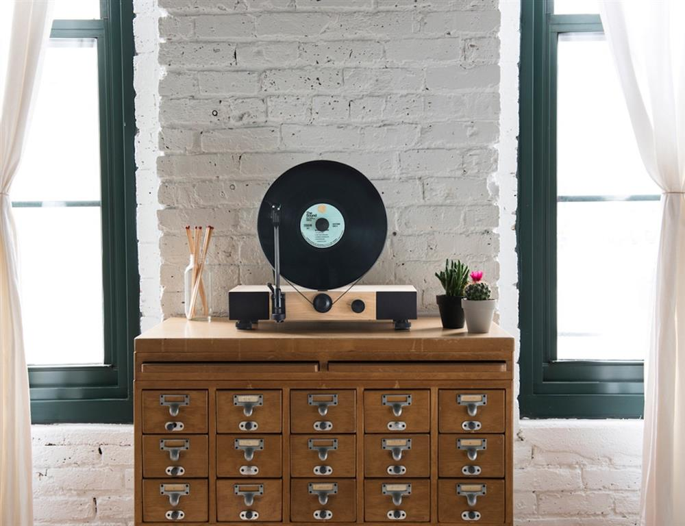 Floating-Record----Vertical-Turntable-02