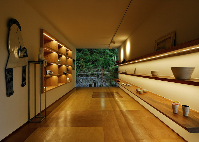 Jung-Gil-Young-gallery-by-Yoon-Space-Design_dezeen_784_18
