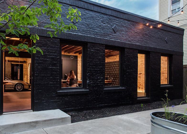 Office-renovation-in-Chicago-by-Vladimir-Radutny_dezeen_784_3