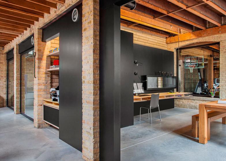 Office-renovation-in-Chicago-by-Vladimir-Radutny_dezeen_784_4