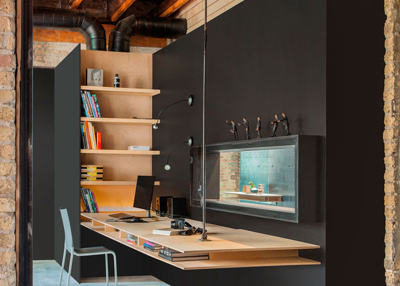 Office-renovation-in-Chicago-by-Vladimir-Radutny_dezeen_784_6