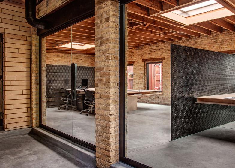 Office-renovation-in-Chicago-by-Vladimir-Radutny_dezeen_784_7