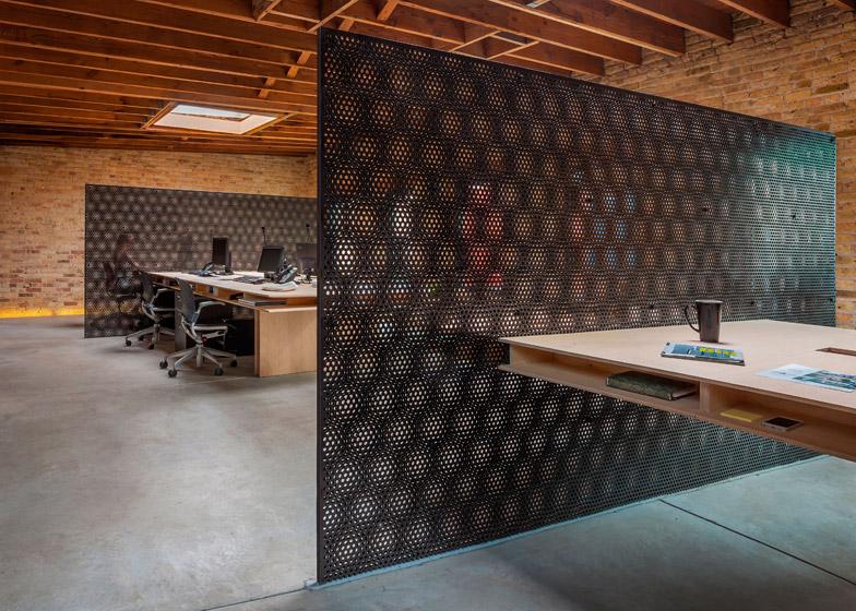 Office-renovation-in-Chicago-by-Vladimir-Radutny_dezeen_784_9