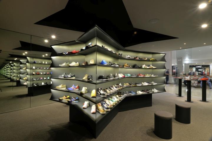 LACES-Shoe-Store-by-CoA-Arquitectura-Zapopan-Mexico-07