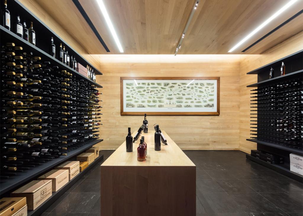 Alves-de-Sousa_Quinta-da-Gaivosa-estate_winery_Belem-Lima_Baixo-Corgo_Portugal_dezeen_1568_21
