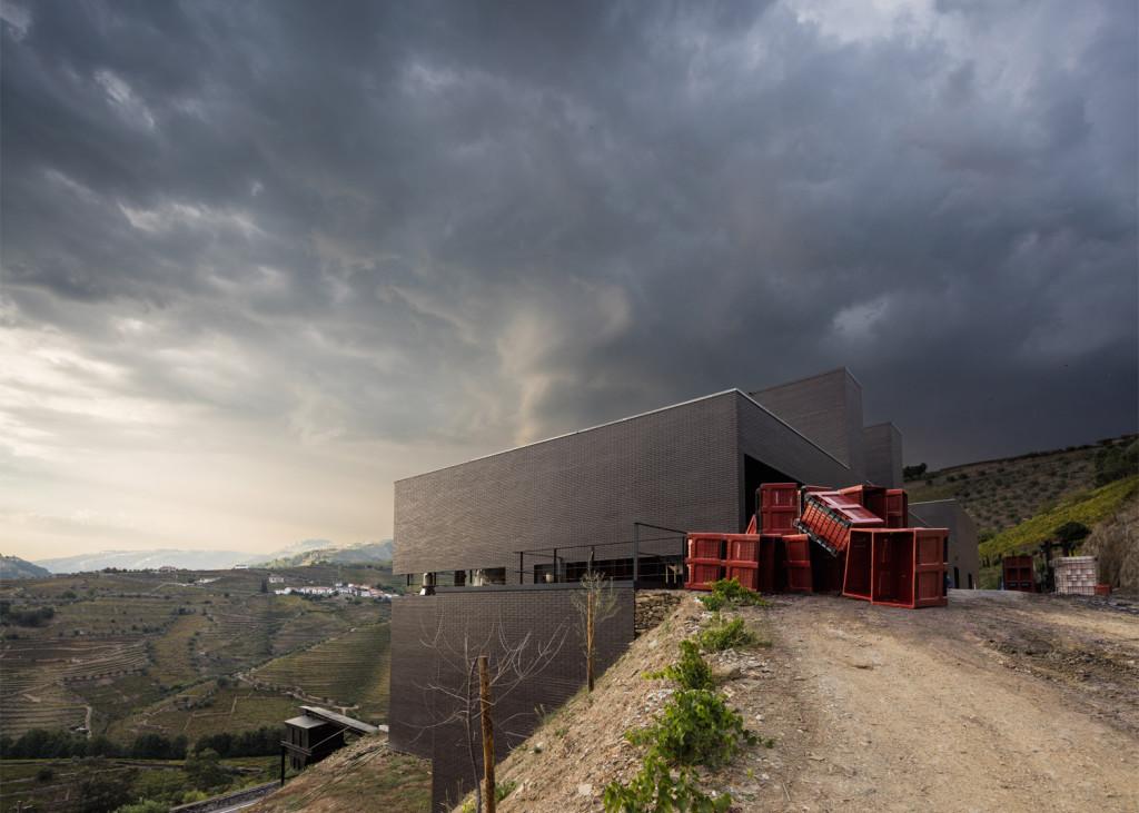 Alves-de-Sousa_Quinta-da-Gaivosa-estate_winery_Belem-Lima_Baixo-Corgo_Portugal_dezeen_1568_23