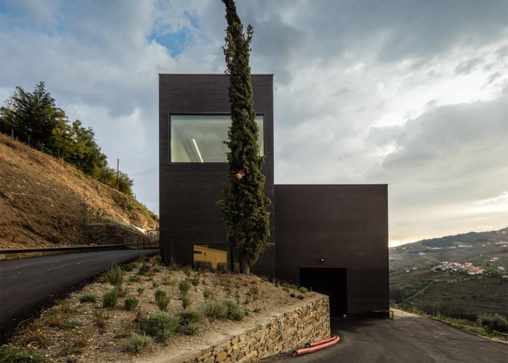 Alves-de-Sousa_Quinta-da-Gaivosa-estate_winery_Belem-Lima_Baixo-Corgo_Portugal_dezeen_1568_26