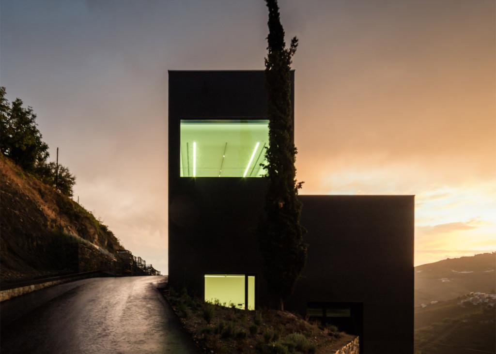 Alves-de-Sousa_Quinta-da-Gaivosa-estate_winery_Belem-Lima_Baixo-Corgo_Portugal_dezeen_1568_27