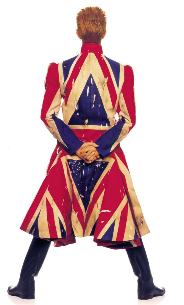 David-Bowie-Union-Jack-coat-Alexander-McQueen_Earthling_album_cover_1997__Frank_W_Ockenfels_3