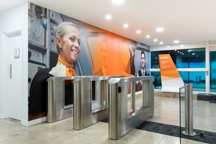 easyJet-Offices-Training-Facility-by-Area-Sq-London-UK-02