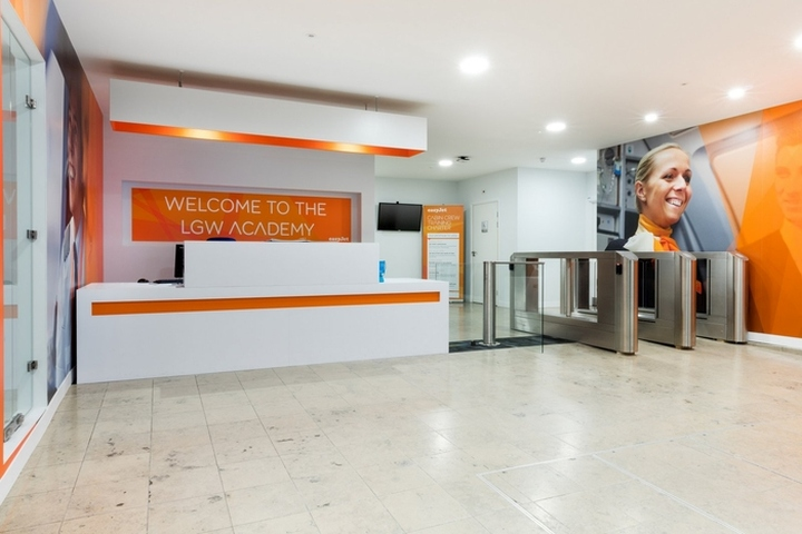 easyJet-Offices-Training-Facility-by-Area-Sq-London-UK-05