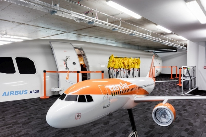 easyJet-Offices-Training-Facility-by-Area-Sq-London-UK-06