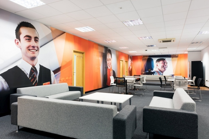 easyJet-Offices-Training-Facility-by-Area-Sq-London-UK-07