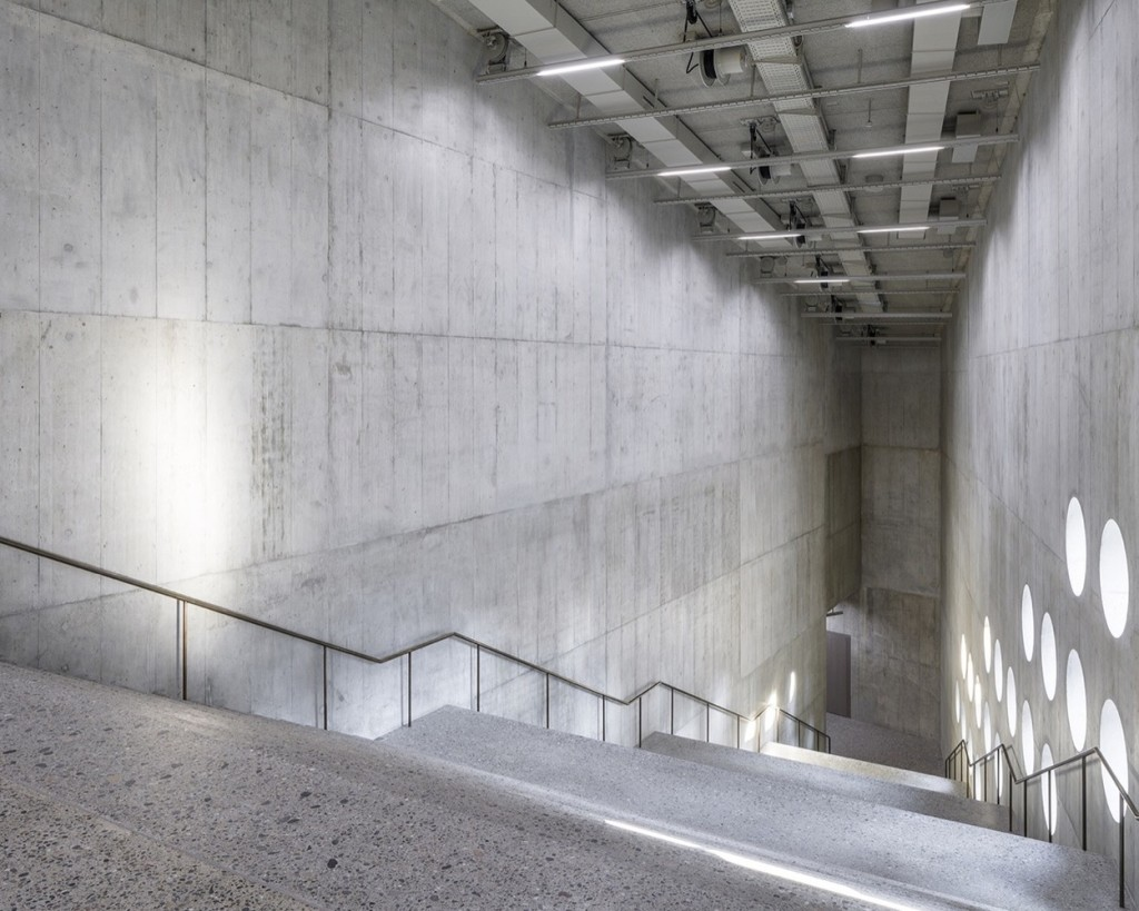 07_Large_stairway_hall_in_the_new_wing