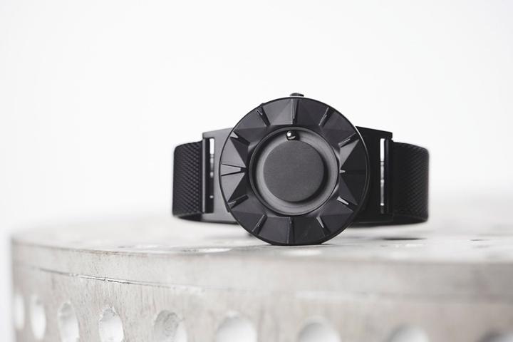 Die Uhr: Bradley Element