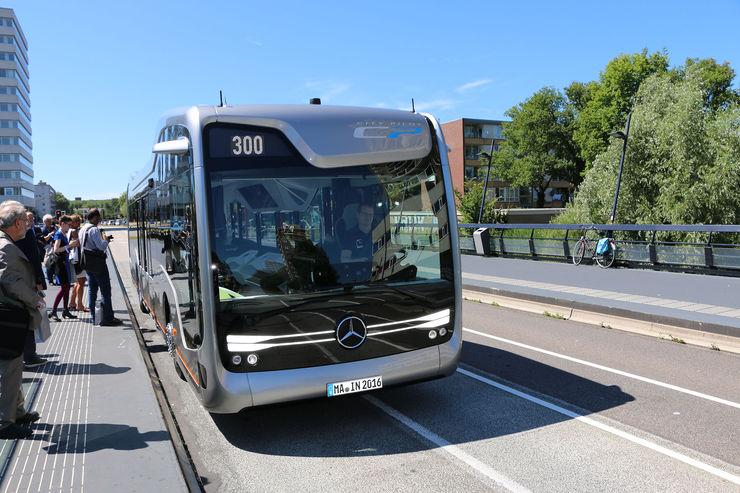 Mercedes-Benz-Future-Bus-autonomes-Fahren-fotoshowBig-b2994db1-964451