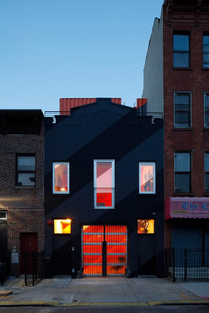 lot-ek-irving-place-carriage-house-brooklyn-new-york-designboom-11
