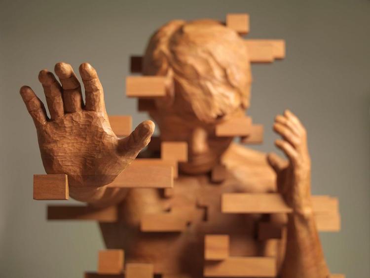 Holzfiguren mit Pixel-Verzerrungen