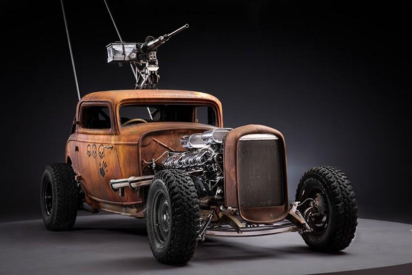 Rausgeputzte Mad Max Fahrzeuge