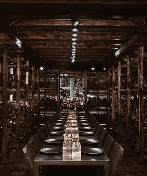Carboncabron Restaurant mit Holzschlag