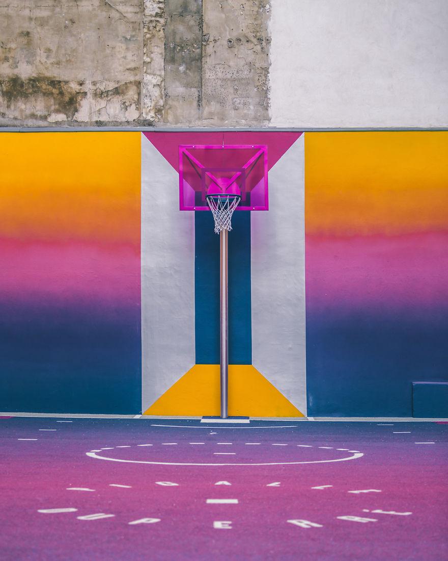 Technicolor Basketball Feld in Paris