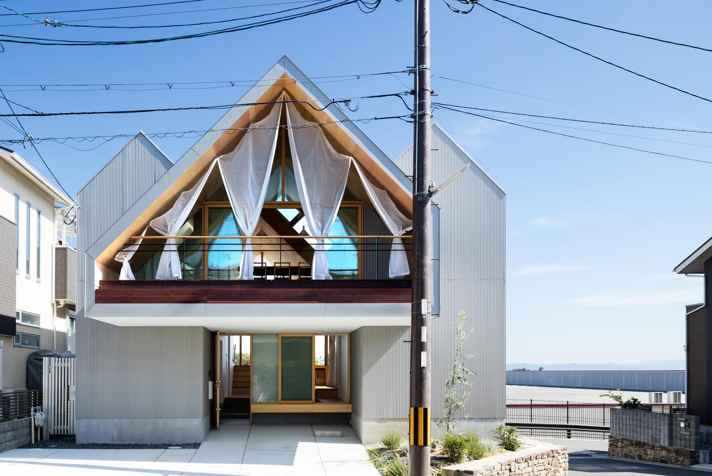 Newton House in Hiroto